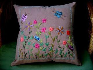 Jardim Bordado: almofada bordada à mão