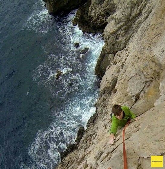Climbing  multipich route in Punta Campanella (Na) . Photo (c) 2015 http://www.direzioneverticale.it