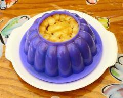 Charlotte facile à la banane et à la vanille : http://www.cuisineaz.com/recettes/charlotte-facile-a-la-banane-et-a-la-vanille-53982.aspx