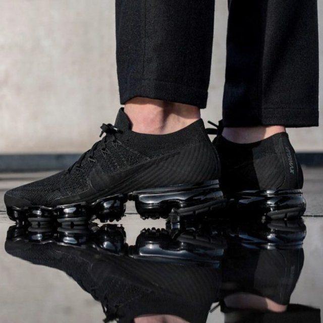 Black nikes, Nike air vapormax