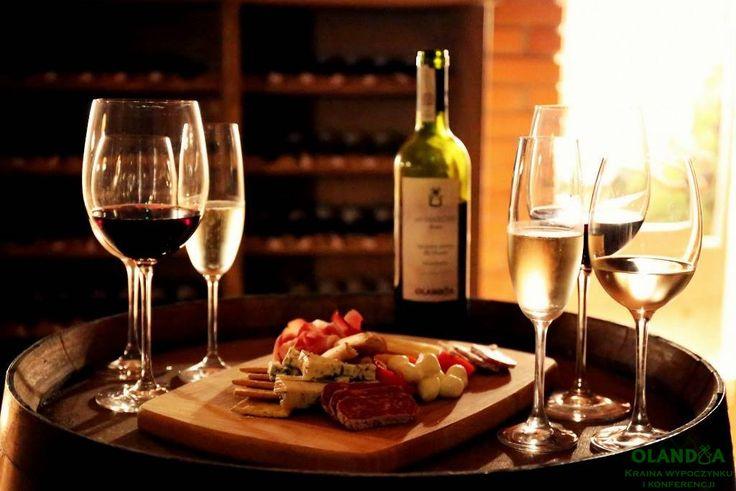 piwnica win / degustacja / champagne / wino białe / kieliszki / www.olandia.pl