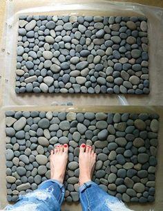 Fußmatte mit Flussteinen im Bad oder vor der Haustuür stellen