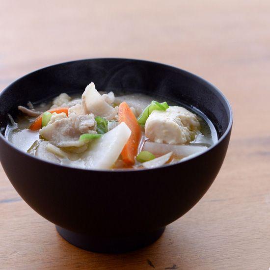 【料理家さんの定番レシピ】野菜がたっぷりとれる!基本のおいしい豚汁。
