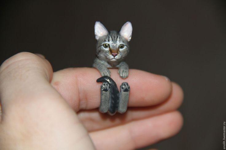 Купить или заказать Кольцо Кошка. Кольца с животными. Cat ring в интернет-магазине на Ярмарке Мастеров. Еще один вариант росписи по фотографии. При заказе укажите в комментарии к нему размер вашего кольца. Добавляйте в круги, чтобы следить за новинками, скоро будет хороший комплект обезьянок. Скоро новые картины в нашем другом магазине: livemaster.ru/spa…