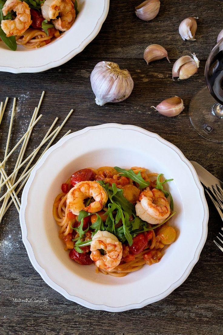 Spaghetti mit Paprikasauce, Garnelen und Rucola | malteskitchen.de