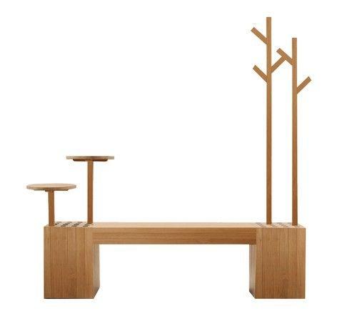 Не лишенная юмора модель из натурального дерева со встроенными полочками и вешалками, Deesawat Industries.