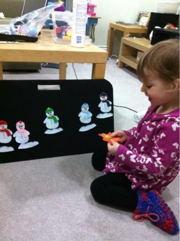 5 Little Snowmen felt board story in action :)