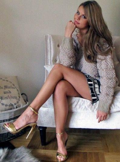 Long nice crossed legs | Crossed legs | High heels, Sexy ...