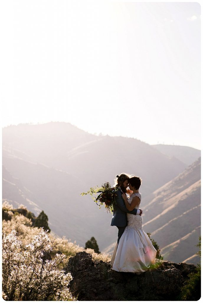 Lookout Mountain Elopement | Golden, Colorado Elopement Photographer | Rayna McGinnis Photography  http://www.raynamcginnisphotography.com/intimate-lookout-mountain-elopement-golden-elopement-photographer/