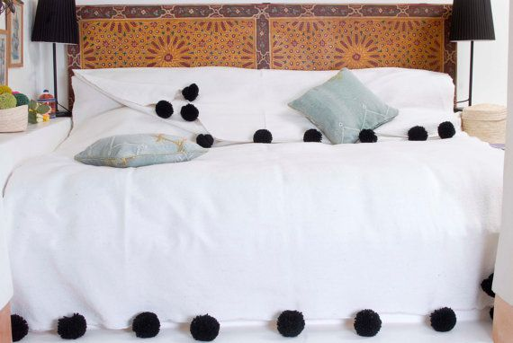Decke in marokkanischen Baumwolle mit Pom Poms 100 % von MoMoPom