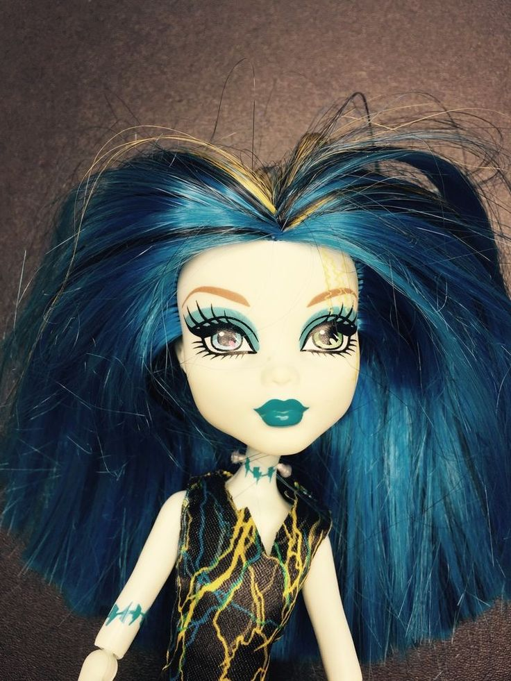 Monster High Doll - Frankie Stein - Skull Shores Black & White - Great Condition