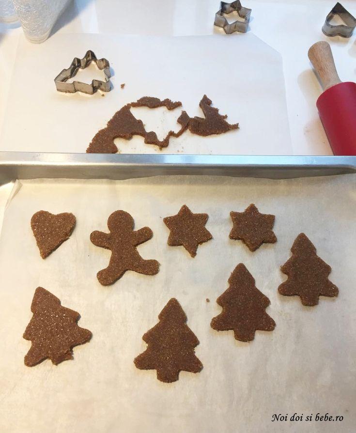 Când eu eram copil, mama nu făcea turtă dulce. Am descoperit-o mai târziu, însă acum nu văd Crăciunul fără biscuiţii ăştia aromaţi. Anul acesta mi-am dorit să încerc o nouă reţetă de turtă dulce. Anul trecut am făcutturtă dulce cu miereşiturtă dulce cu fructe uscate. De această dată am încercat o reţetă fără făină […]