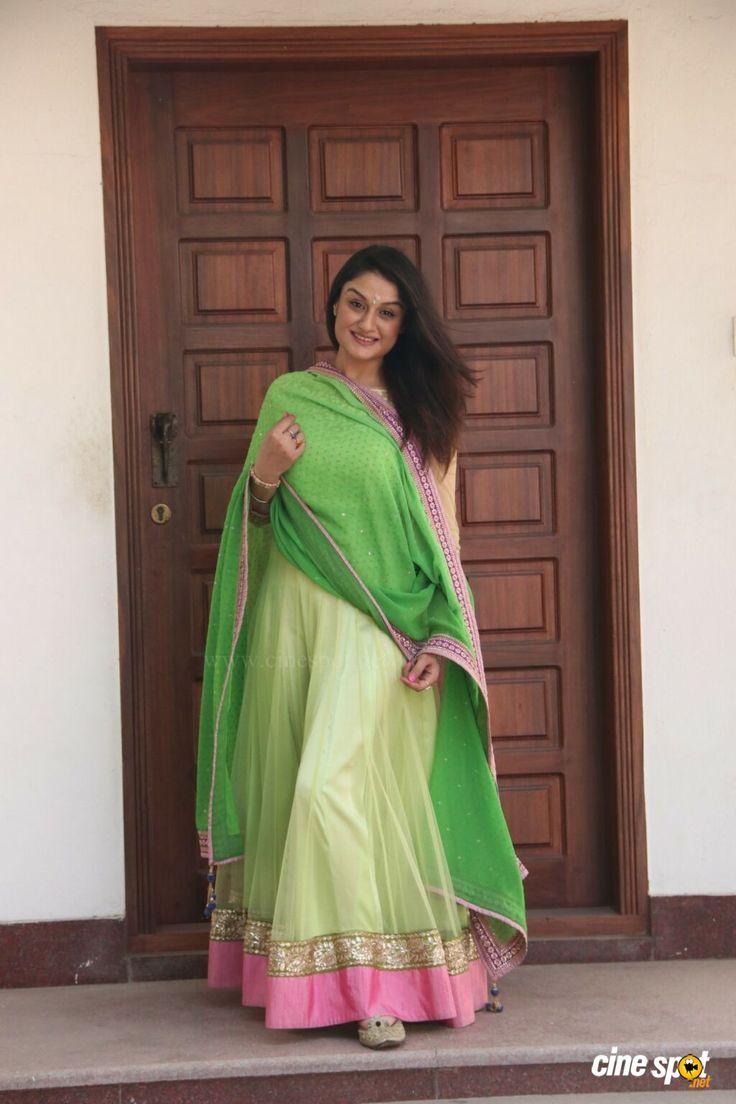 Sonia Agarwal at Agalya Movie Pooja (1)