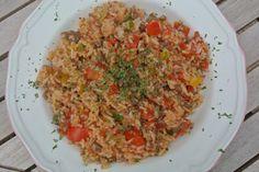 Dit lekkere recept met rijst, gehakt, paprika, bosui, rode peper en gepelde tomaten is zo'n gerecht dat heerlijk is om doordeweeks te maken nadat je de hele dag gewerkt hebt. Het is namelijk gezond, simpel en heel snel te bereiden. En het allerbelangrijkste misschien wel: ook erg lekker! Tijd: 15 min. Recept voor 4 personen …