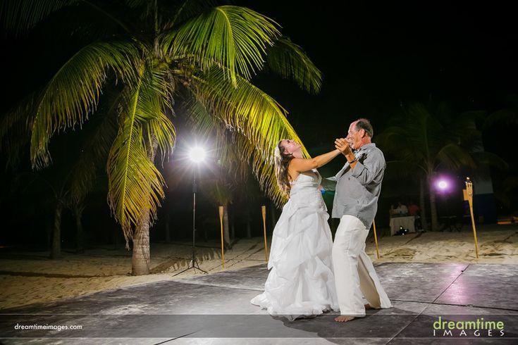 First dance. Isla de la Pasión. Wedding. http://dreamtimeimages.com/blog/passion-island-wedding-photography-isla-del-passion-mexico-kelly-jason/