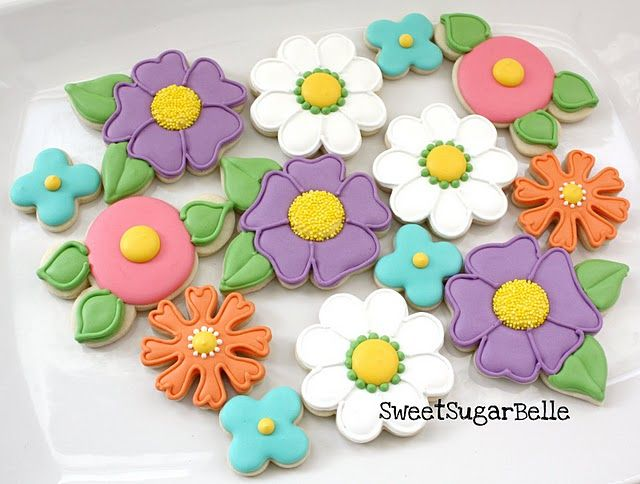 Because I have a flower thing going on when it comes to cookies....Mother's Day, Easter, birthday, spring party...