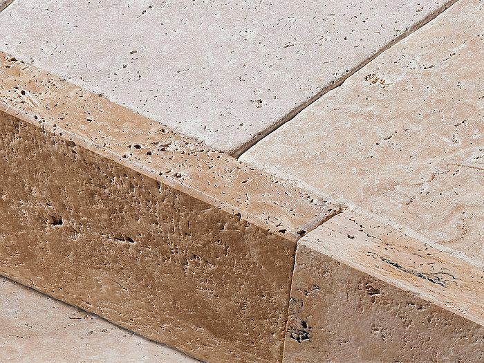 Nos Plinthes En Travertin Parfaites Pour La Terrasse Au Style Mediterraneen Stonenaturelle Travertin Terrasse Pierre Plinthes