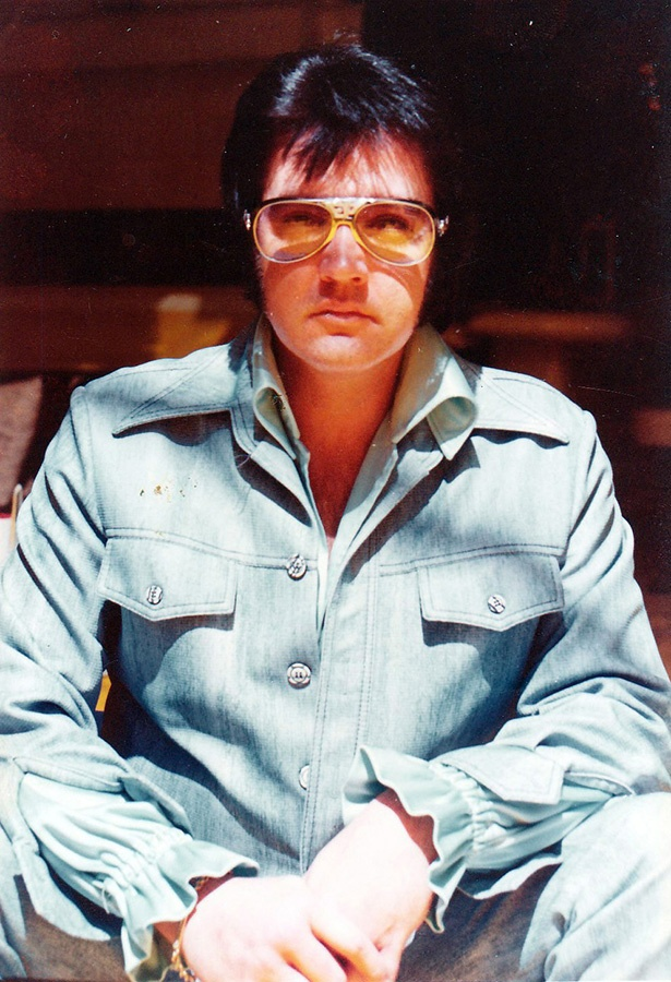 OMG....February 26, 1976 in the jungle room.  My dad, who was a city of Memphis cop (now retired) took this picture for a Memphis reserve captain's badge for Elvis.  He has never received credit for it.  I remember it like it was yesterday.