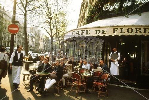 Cafe de Flore i Paris. Dødsdyrt, men stilig!