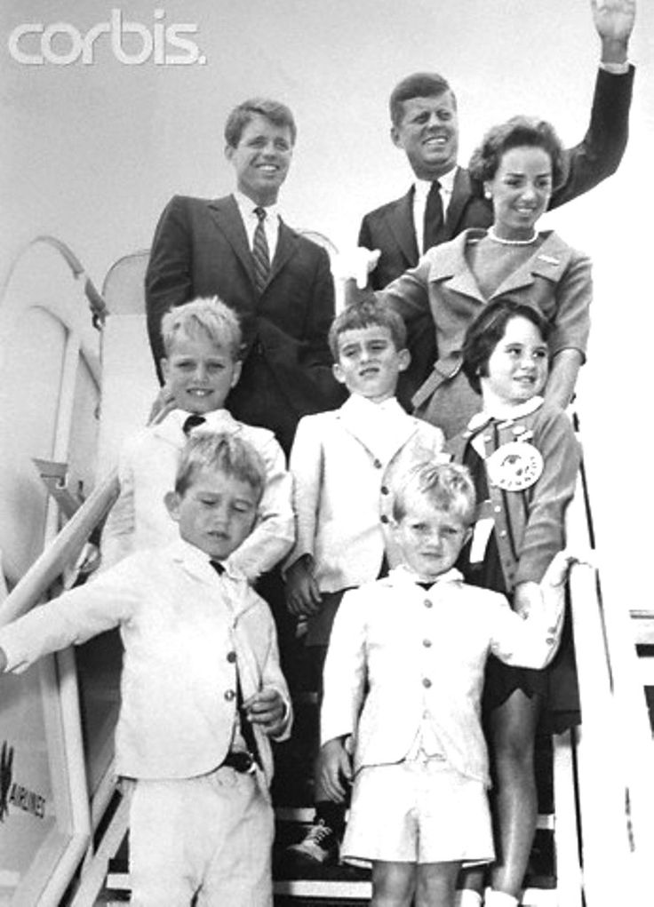 Kennedy Family Leaving on a Plane  Democratic presidential nominee, John F. Kennedy waves as he boards a plane enroute to his Massachusetts home. On the ramp with Kennedy are Robert Kennedy, his brother and campaign manager (L) Mrs. R. Kennedy (R) the children are Joseph Kennedy II, Robert Shriver, Kathleen Kennedy and bottom row are Bobby Kennedy and David Kennedy.  Date :July 17, 1960.✿❤✿❤✿❤✿❤✿