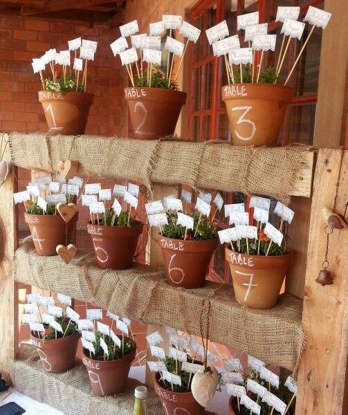 Sitzplan mit Topfpflanzen