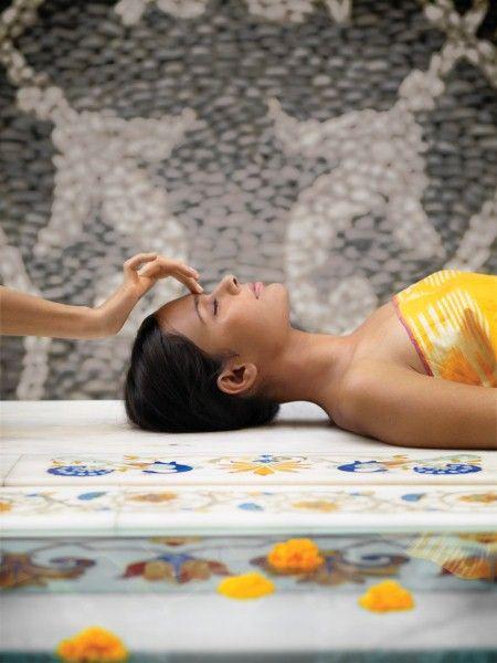 De maatschappij verandert steeds sneller en dit betekent dat het lichaam eerder geneigd is tot vechten of vluchten, dan tot rusten en verwerken. De missie van Aveda/ Le Mage is het lichaam te helpen herinneren HOE te ontspannen en zichzelf te GENEZEN.