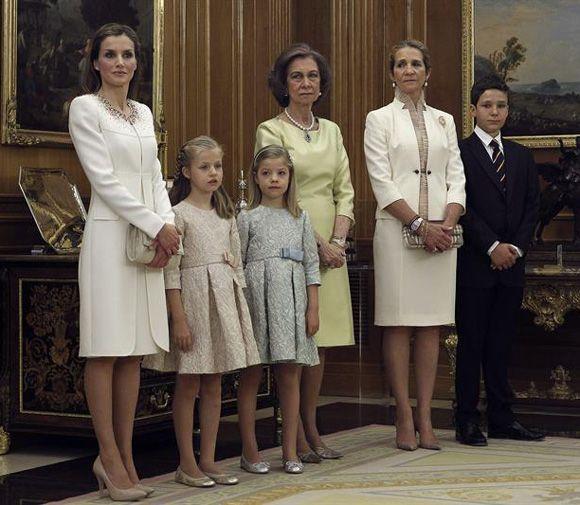 S.M. La Reina Letizia de España SS.AA.RR.La Princesa de Asturias y la Infanta Sofia. S.M. La Reina Sofia. S.A.R. La Infanta Doña Elena S.E. Felipe Froilan