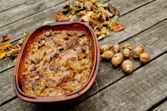 Mørbrad i fad med jordskokker, champignon og sennepsauce | Rav Food