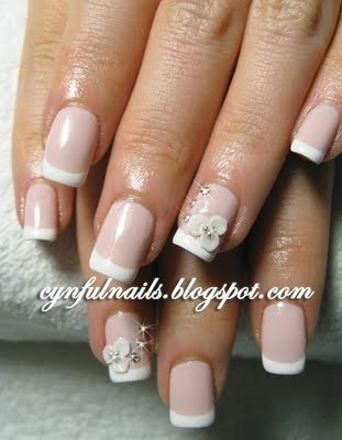 Wedding nails with flower