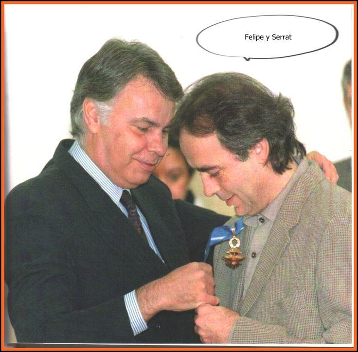 Con Felipito Gonzalez, que le entrega la medalla al merito al trabajo