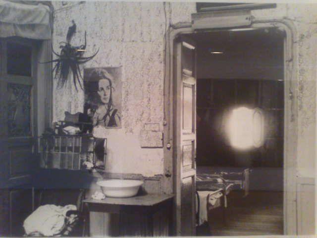 fernell franco interior en un hospedaje de riosucio