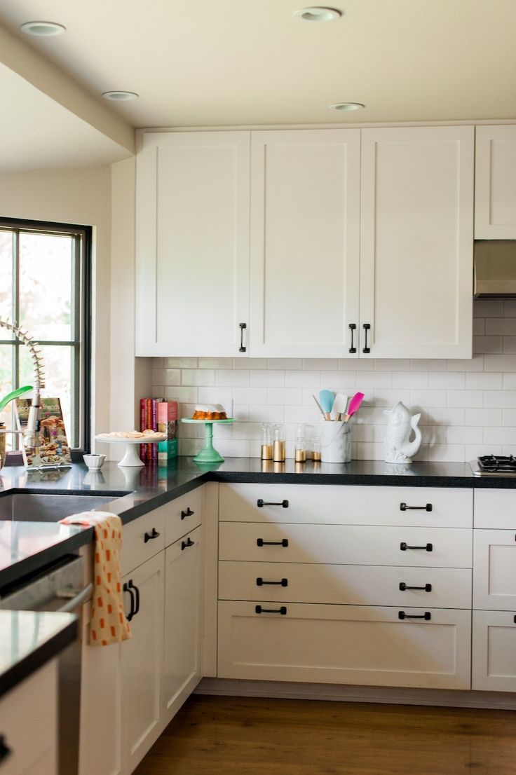 Best 25 black counters ideas only on pinterest dark for Black hardware on white kitchen cabinets