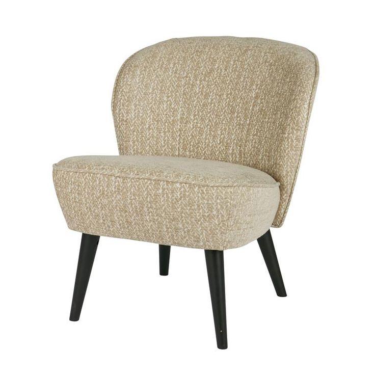 Op de Woood Suze fauteuil kan jij zo een hele avond relaxen. De comfortabele zitting heeft een tweetonige kleurstelling waardoor het textiel een mooi effect krijgt. De donkere berkenhouten poten passen perfect in het plaatje van deze stoel.