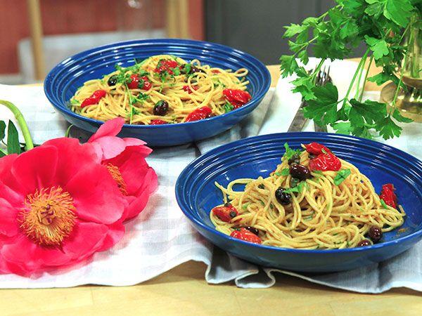 Pasta med tomat, sardeller och oliver | Recept.nu
