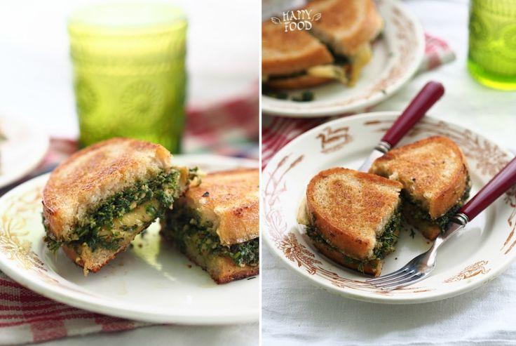 HAPPYFOOD - Сырный сэндвич с бри, песто из фисташек и кале