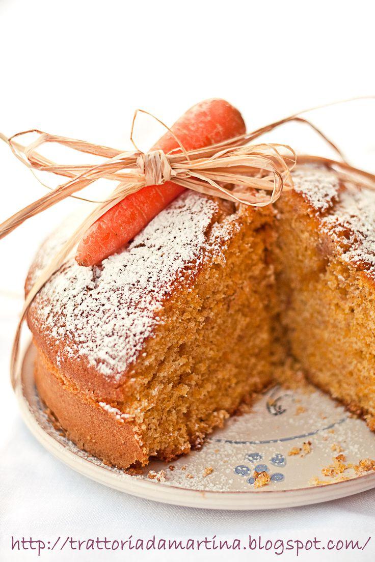 La torta alle carote è un dolce molto semplice e delicato, ma ricco di gusto. Costituisce un'ottimo dolce per una colazione e una merenda ricca e sana.