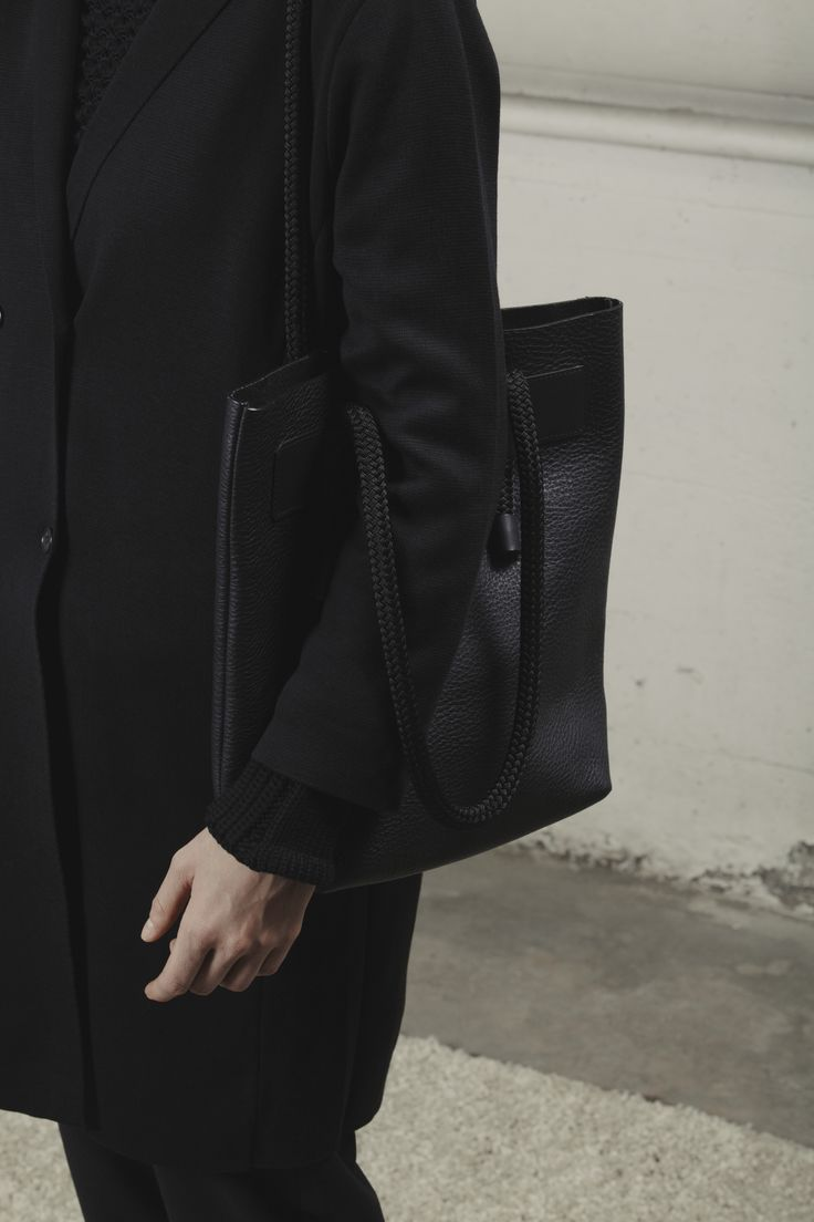 Laurel tote - Black www.thestowe.com