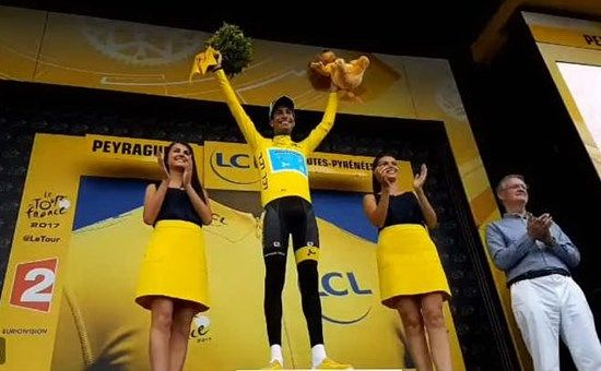 INCREDIBILE FABIO ARU, E' LA NUOVA MAGLIA GIALLA DEL TOUR DE FRANCE Una nuova incredibile impresa quella di Fabio Aru. Il ciclista italiano è la nuova maglia gialla del Tour de France 2017, la corsa ciclistica a tappe più importante del mondo. Il ciclista sardo, prov #aru #ciclismo #tour #francia #sport #top