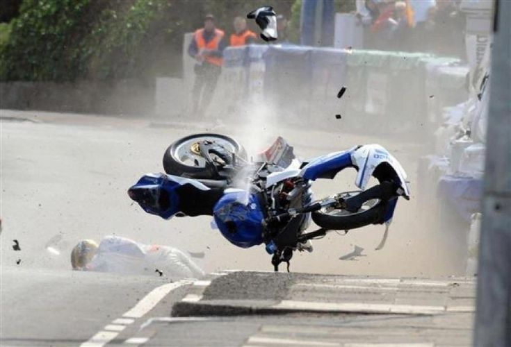 Guy Martin crashes out of NW200 - Motorcycle news : Racing news - Visordown