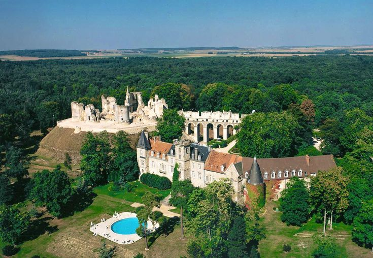 11 Unique And Beautiful Chateaus To Stay At In France (11)
