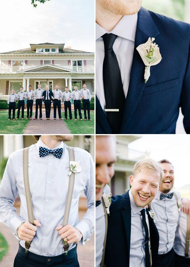 blauer Anzug, blaugraues Hemd, Krawatte oder Fliege