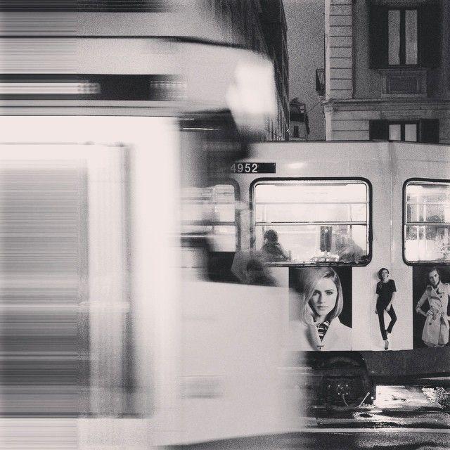 4 9 5 2 | Ποιος αν φώναζα #tram #autumn #milan #november #rain #bw #faces #urbansightstories #metaxà