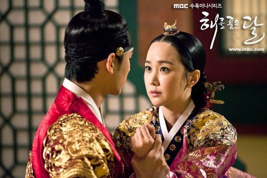 The Moon That Embraces The Sun 6