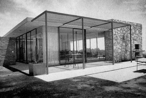 """CASE STUDY HOUSE FOR 1953 Case Study House for 1953 was designed by Craig Ellwood. It has a modular steel structure and """"the basic plan is a four-foot modular rectangle."""" But the interior walls stick out past the exterior walls to bring the indoors out and the outdoors in."""