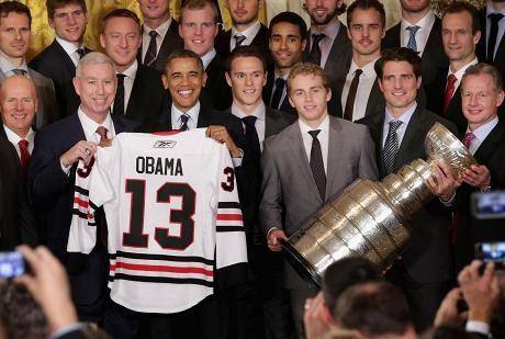 Presidentti Barack Obama vastaanotti torstaina Stanley Cupin viime kauden mestarijoukkueen, Chicago Blackhawksin.