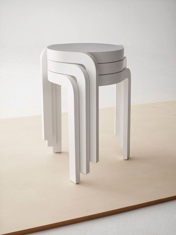 Spin is a stackable lightweight stool that stacks in a spiral for as high as you dare. Design Staffan Holm (SE).