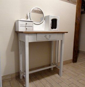 #farfala #design #farfaladesign #retro #toaletka #shabby #shabbbychic #renowacje #szuflady #unikat #original  Farfala-Design, meble unikatowe ze starych szuflad.