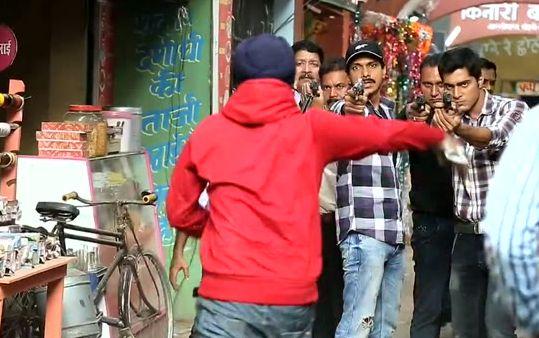 Ishaan Ko Lage Gi Goli - From the sets of Pyar Ko Ho Jane Do:  http://www.desiserials.tv/ishaan-ko-lage-gi-goli-pyar-ko-ho-jane-do/110620/