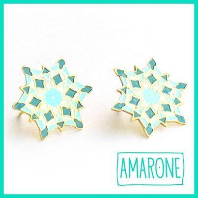 Los aretes estilo topos de #Amarone son prácticos para usar en cualquier momento, les puedes dar tu propio estilo combinándolo con collares más elaborados y tu #Look preferido.