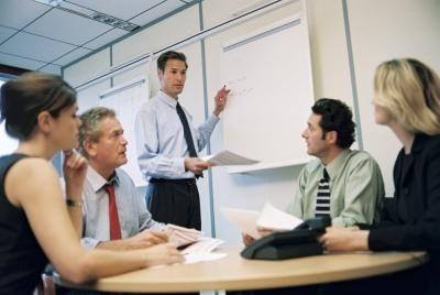 Las empresas preparan propuestas de negocios por varios propósitos, como arreglar el financiamiento, responder a las licitaciones y planificar las alianzas empresariales. Una propuesta de ...
